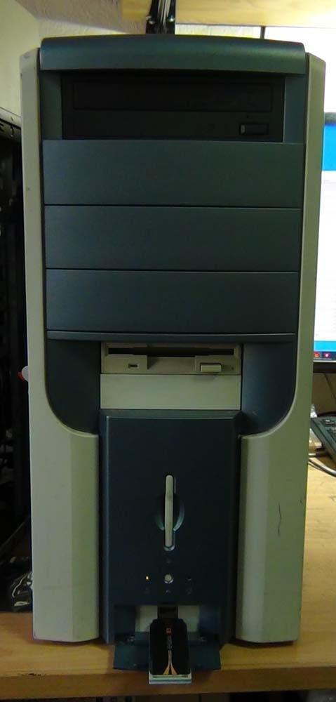 Передняя панель компьютера после сборки