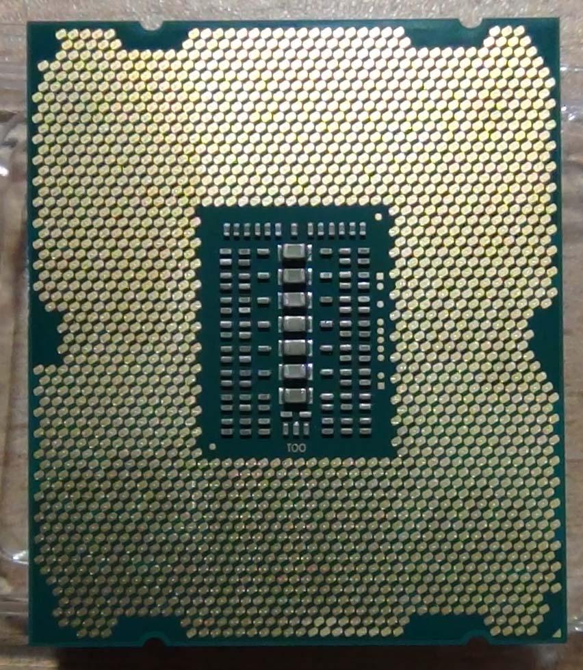 Процессор Xeon E5 2650 V2. Обратная сторона