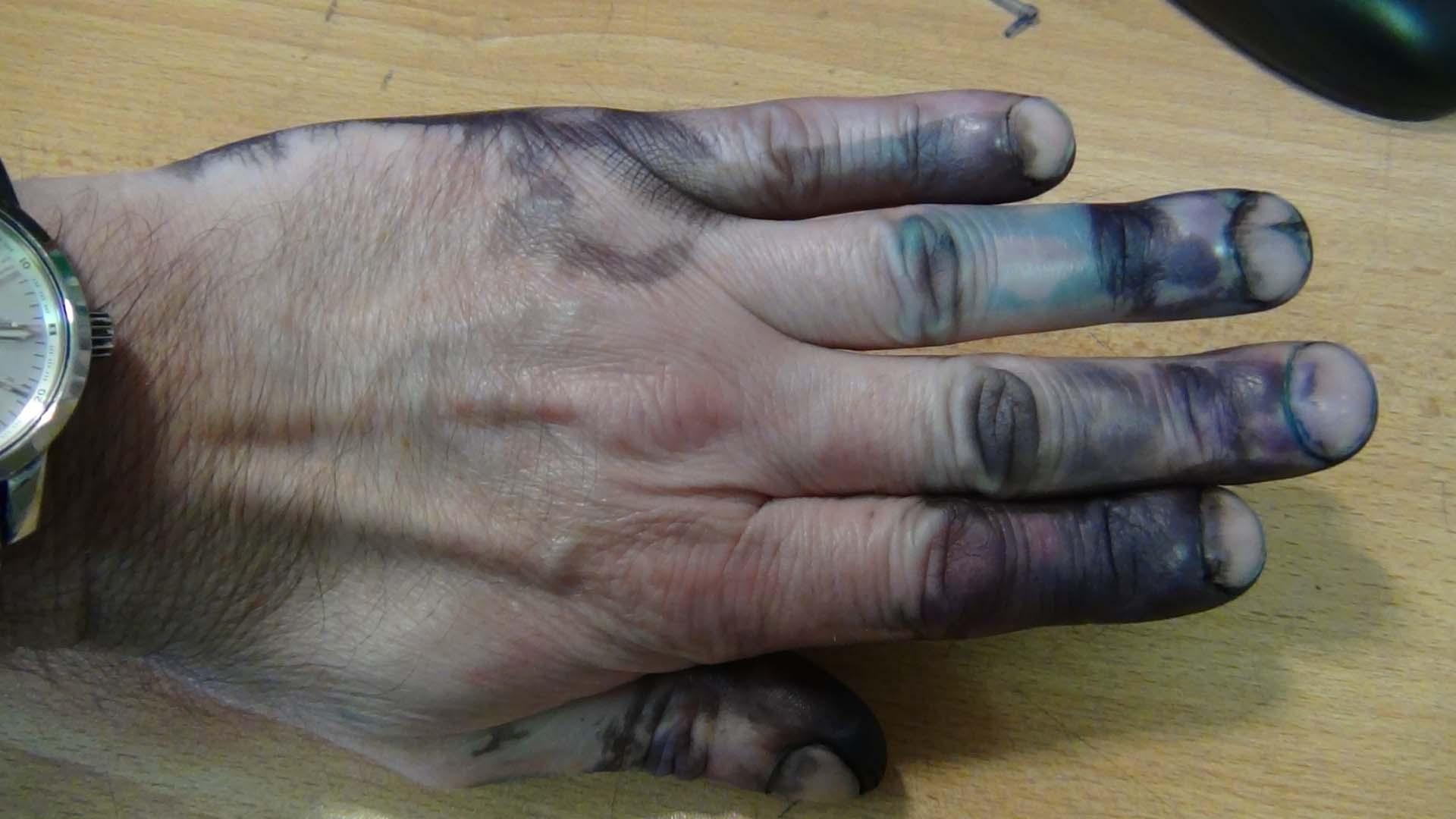 Чем и как отмыть руки от чернил, видео