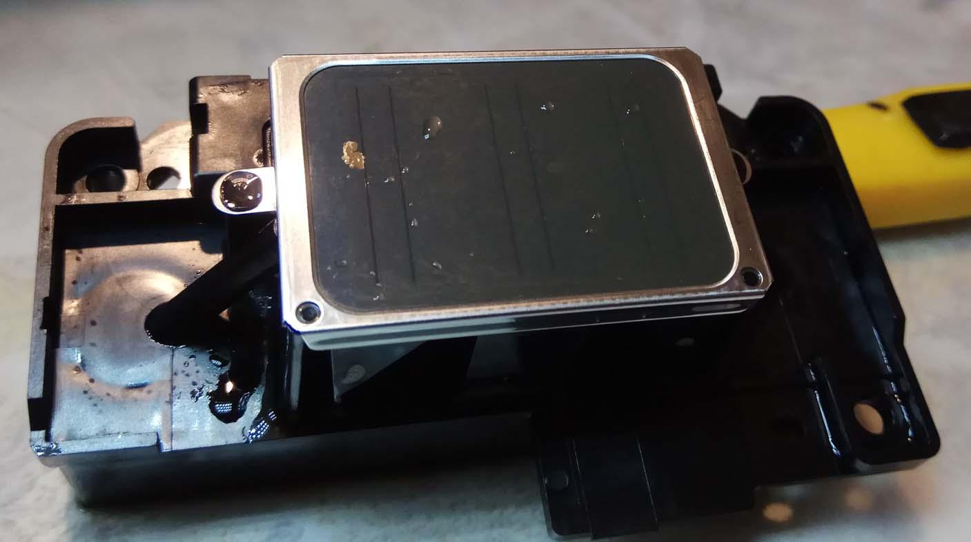 Скол на поверхности печатающей головки Epson